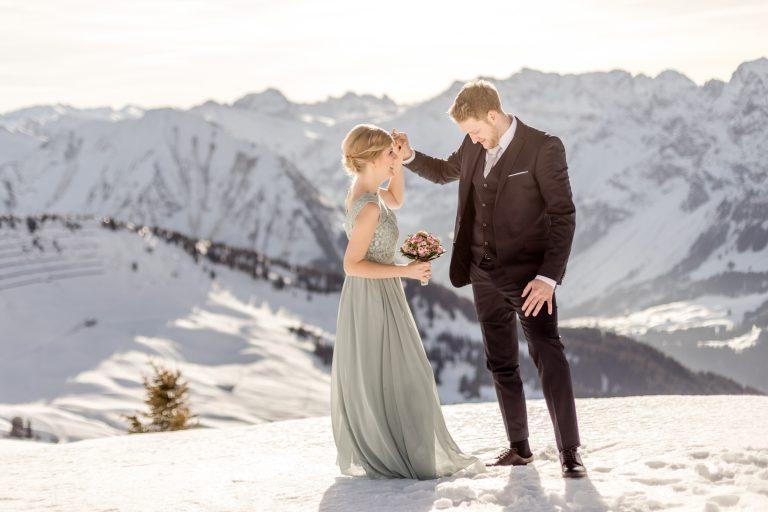 Hochzeitsfotos im Schnee in Lech